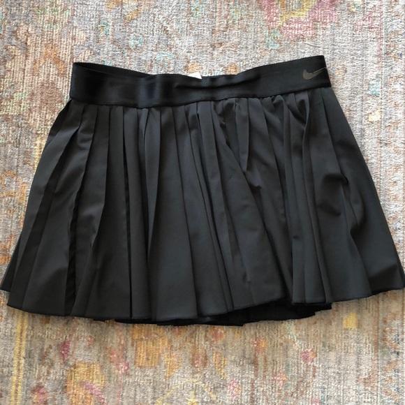 Nike black pleated tennis skirt L